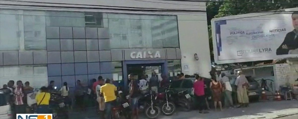 Agências da Caixa registram filas e multidões em Gran Recife