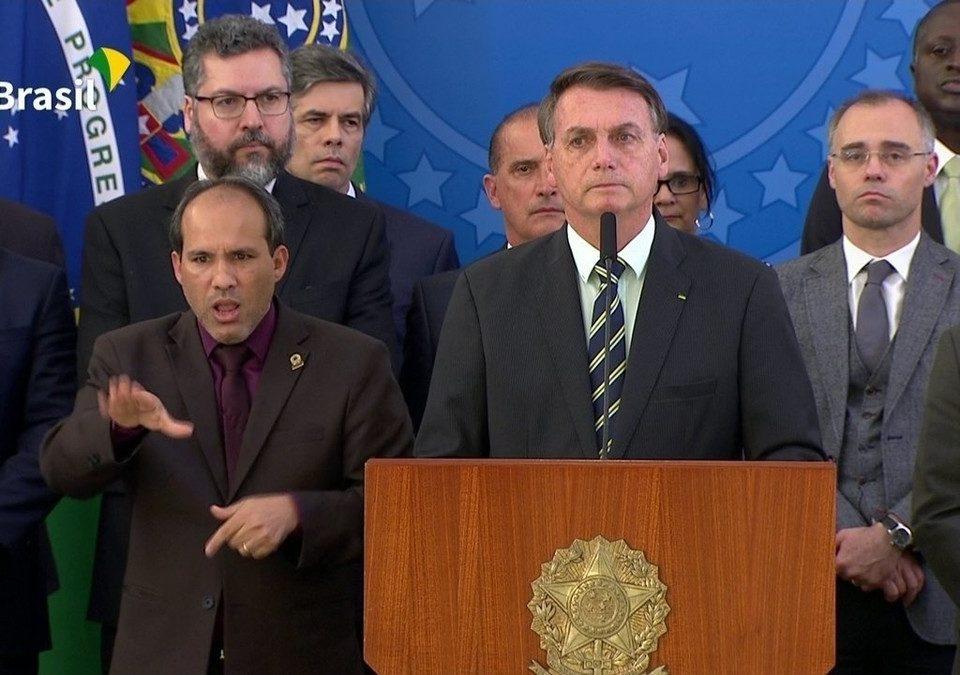 Bolsonaro diz que Moro propôs aceitar a renúncia do diretor de PF se o ministro do STF for nomeado