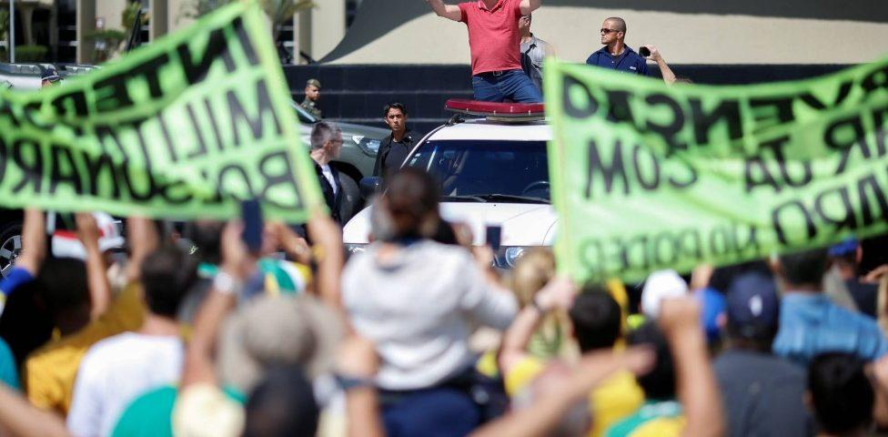 Bolsonaro e seu filho Eduardo não estão entre os objetivos de uma investigação aberta pelo Supremo Tribunal Federal