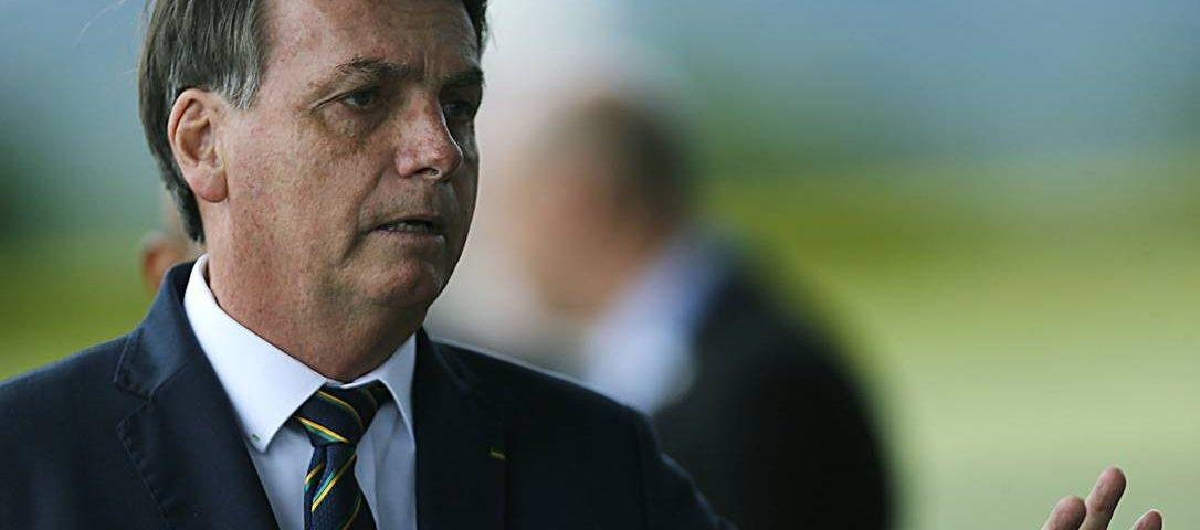 Bolsonaro resiste à reunião de ministros com Rodrigo Maia