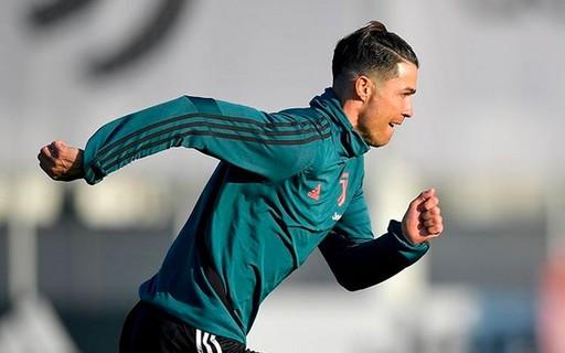 Cristiano Ronaldo é criticado por quebrar quarentena para treinamento de campo privado