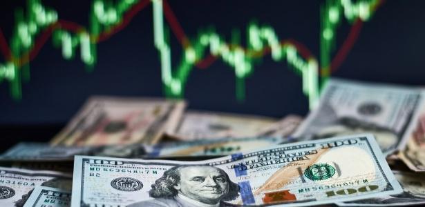 Dólar sobe 1,4%, vende a R $ 5.309 e bolsa fecha quase estável