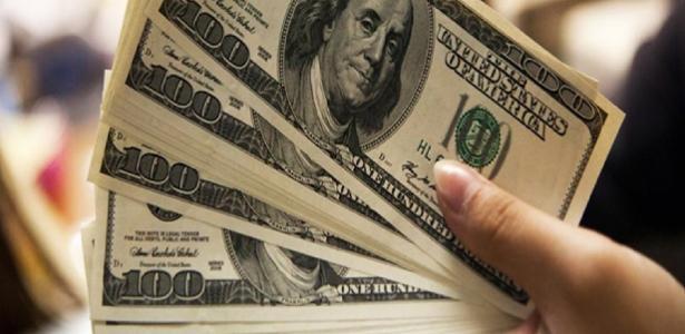 O mercado de ações opera mais de 2%; dólar cai, vende perto de R $ 5,58