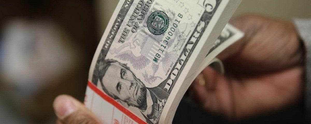 Dólar recomeça e atinge R $ 5,68 novamente