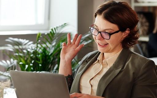 Home Office: Como se Vestir para uma Reunião de Videoconferência
