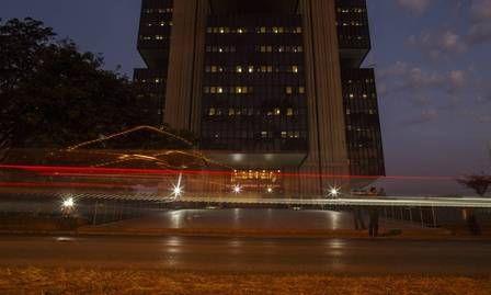 Tribunal federal ordena que os bancos suspendam a dedução da folha de pagamento para aposentados por quatro meses