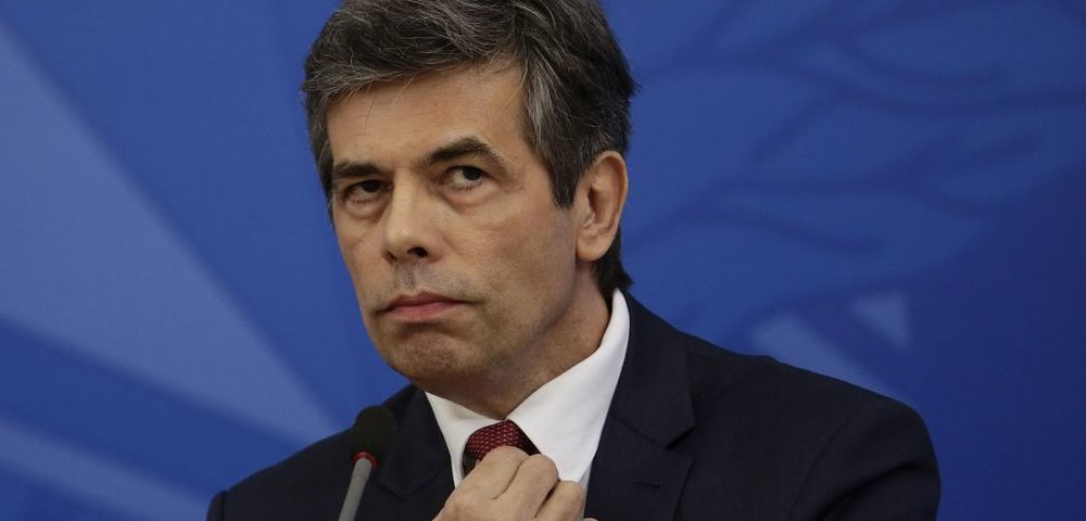 """O ministro da Saúde promete """"plano de saída"""" da quarentena e diz que se retirará em caso de erro de cálculo"""