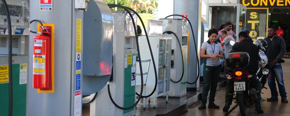 A Petrobras reduz os preços da gasolina em 8% nas refinarias; diesel cai 4%