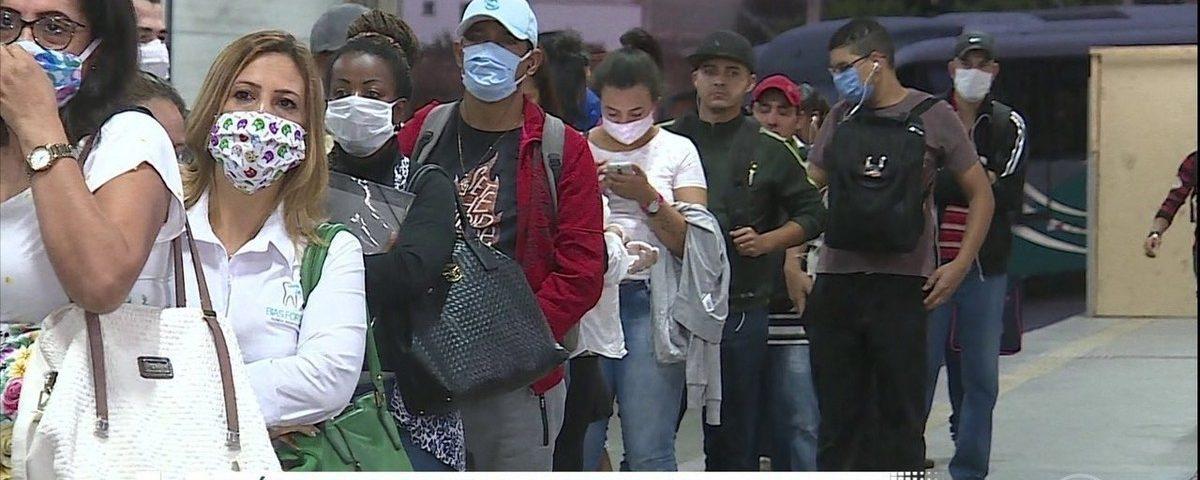 Especialistas dizem que reduzir o isolamento deve ter distância social, mãos limpas e usar máscaras