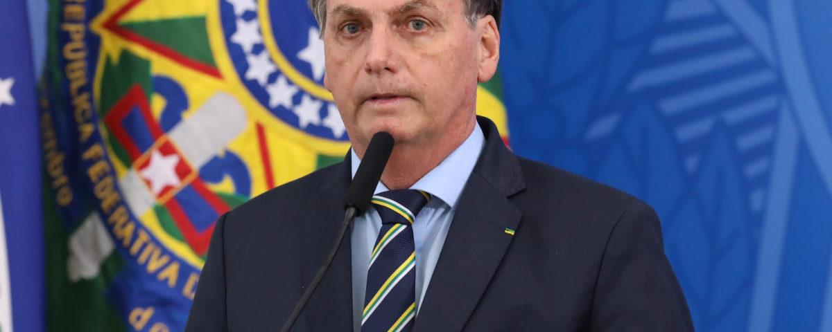Bolsonaro oferece posições para atrair Centrão e isolar Maia
