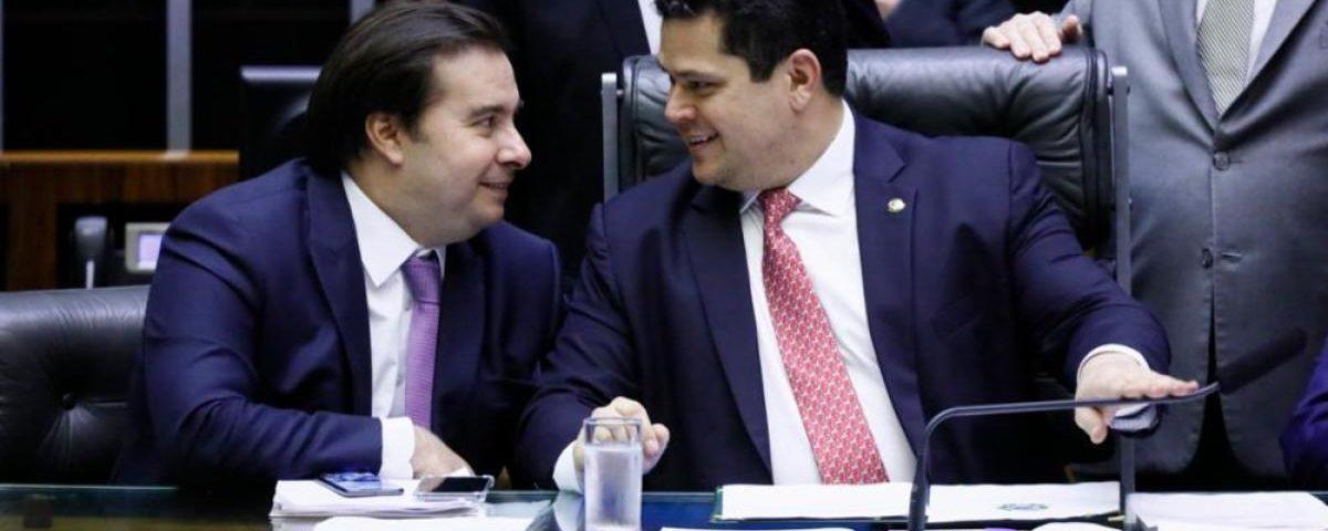 O ex-deputado cita Maia, Alcolumbre, STF e Globo em um golpe para derrubar Bolsonaro