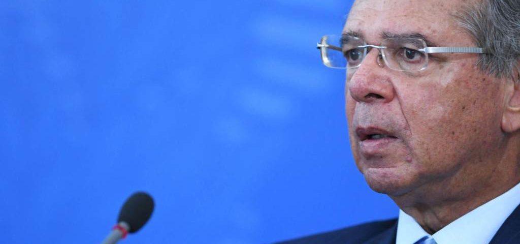 """Guedes diz que a recuperação econômica pode ser """"V""""; """"Nós vamos surpreender o mundo"""""""