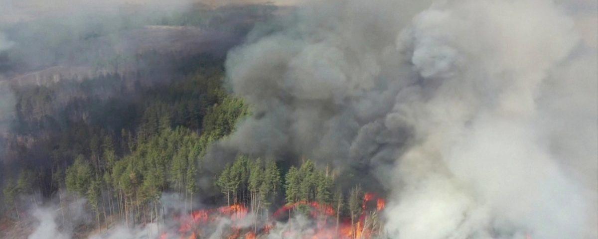 Chernobyl: incêndio perto de usina nuclear abandonada na Ucrânia