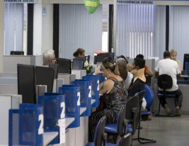 INSS começa a pagar a primeira parcela do salário 13 nesta sexta-feira (24); ver calendário