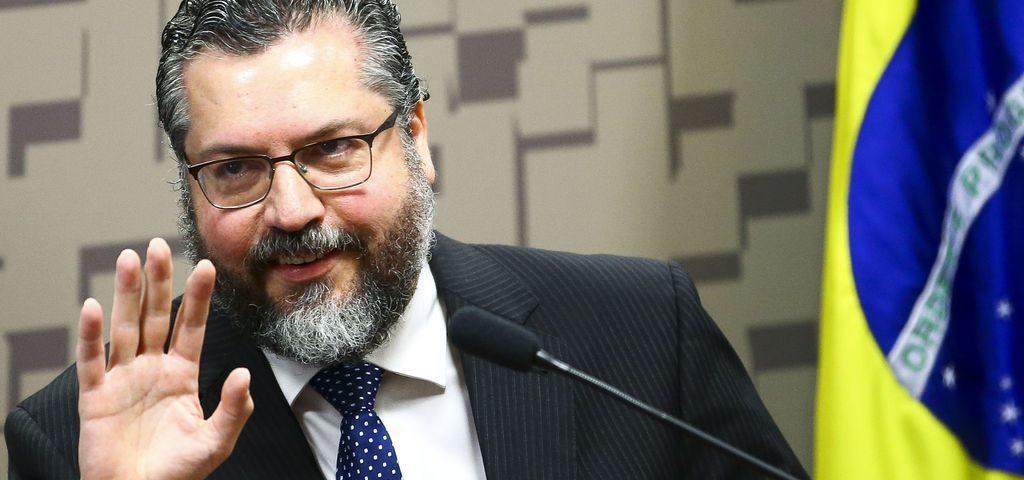 """Ernesto ataca a OMS e diz que é necessário combater o """"comunavírus"""""""