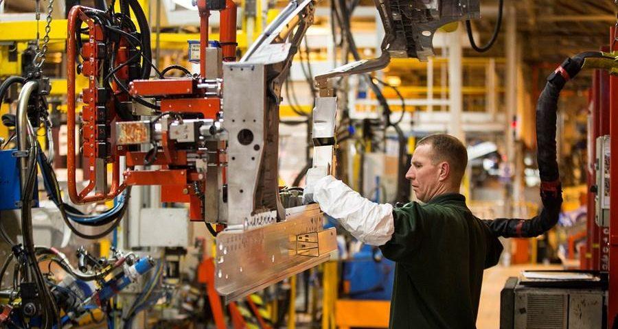 Indústria de máquinas e equipamentos fecha 11 mil empregos em março