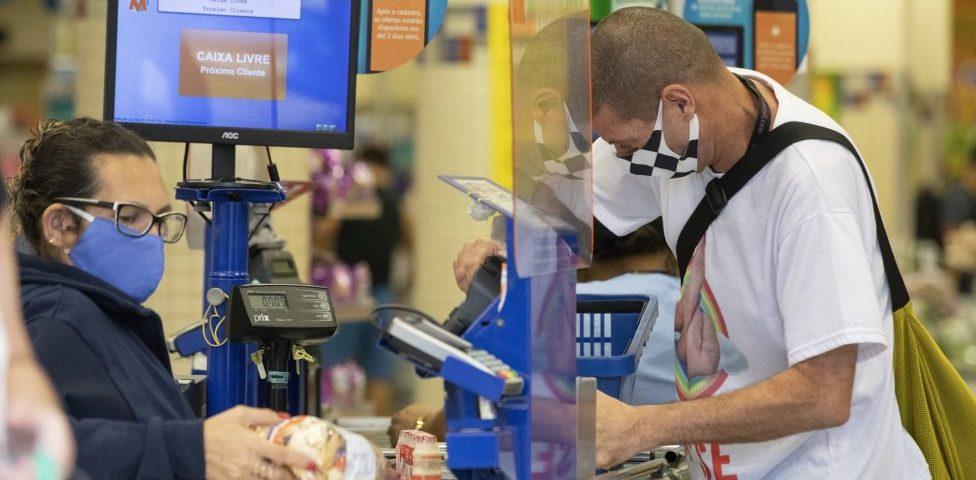 Ajuda de emergência: os mercados já aceitam pagamentos com o cartão virtual Caixa Tem