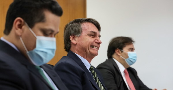 Bolsonaro anuncia a sanção do projeto e analisa ajuda aos Estados