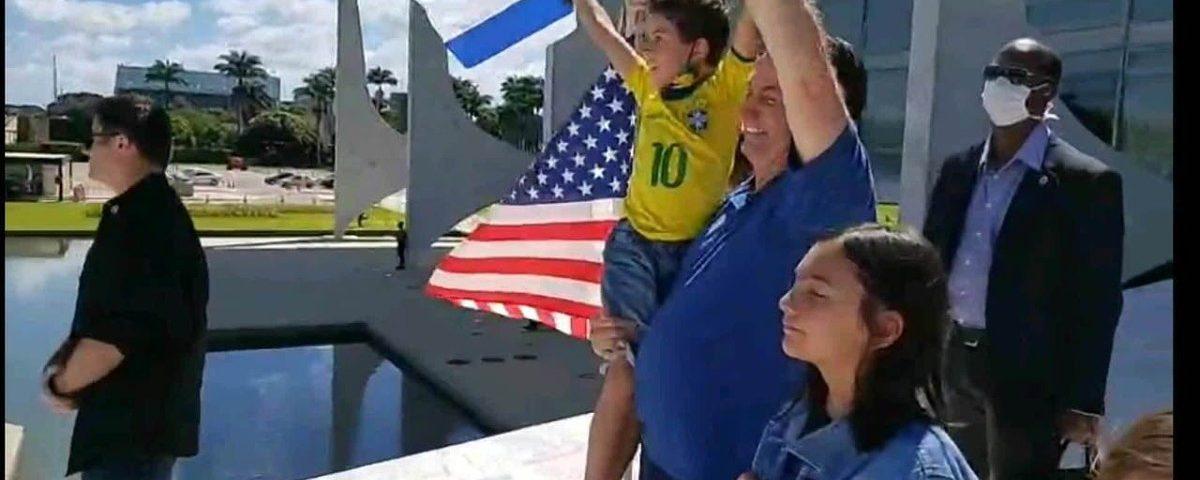 """Bolsonaro diz que pergunta: """"Deus, não temos problemas esta semana, porque atingimos o limite"""""""
