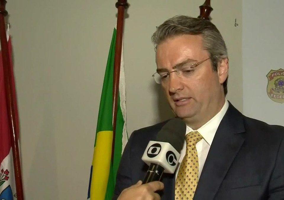 Bolsonaro nomeia delegado Rolando de Souza para comandar a PF; posse ocorre 1 hora depois em uma cerimônia fechada