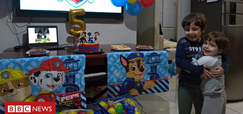 """""""Ele chorou e perguntou sobre seus amigos"""": o final feliz da festa de aniversário de uma criança com autismo em meio à pandemia"""
