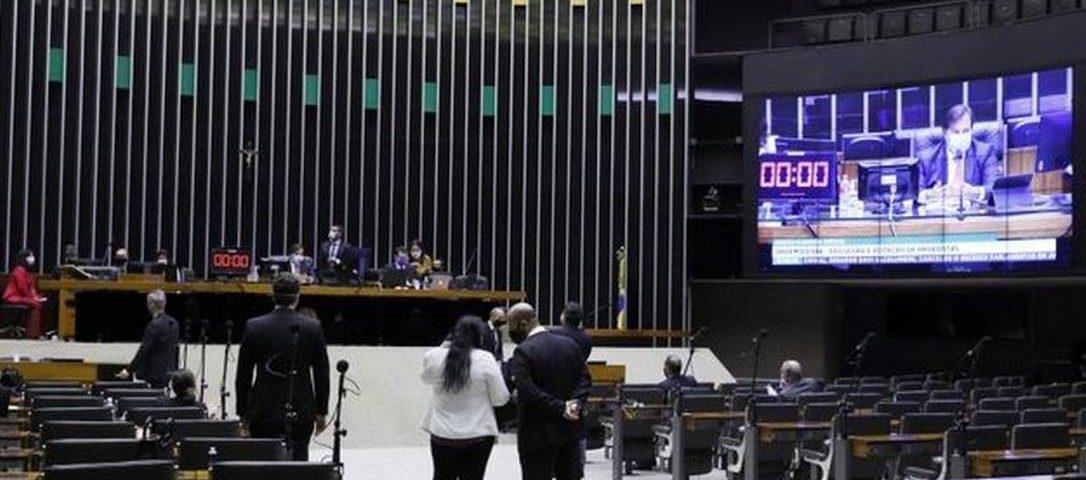 Câmara aprova projeto que dispensa experiência do INSS para pessoas com doenças degenerativas, durante uma pandemia