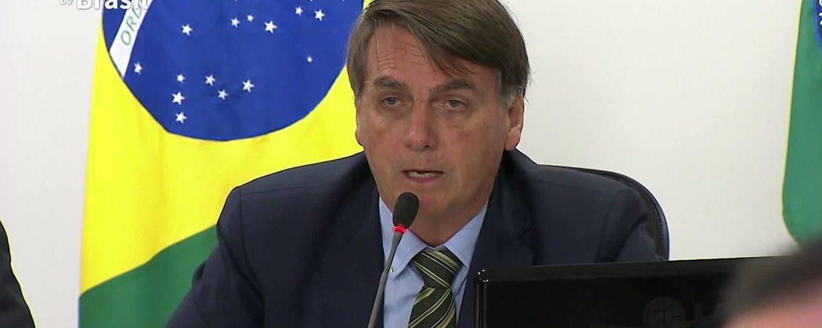 Em uma reunião com os governadores, Maia e Alcolumbre, Bolsonaro pede apoio para congelar os salários dos funcionários.