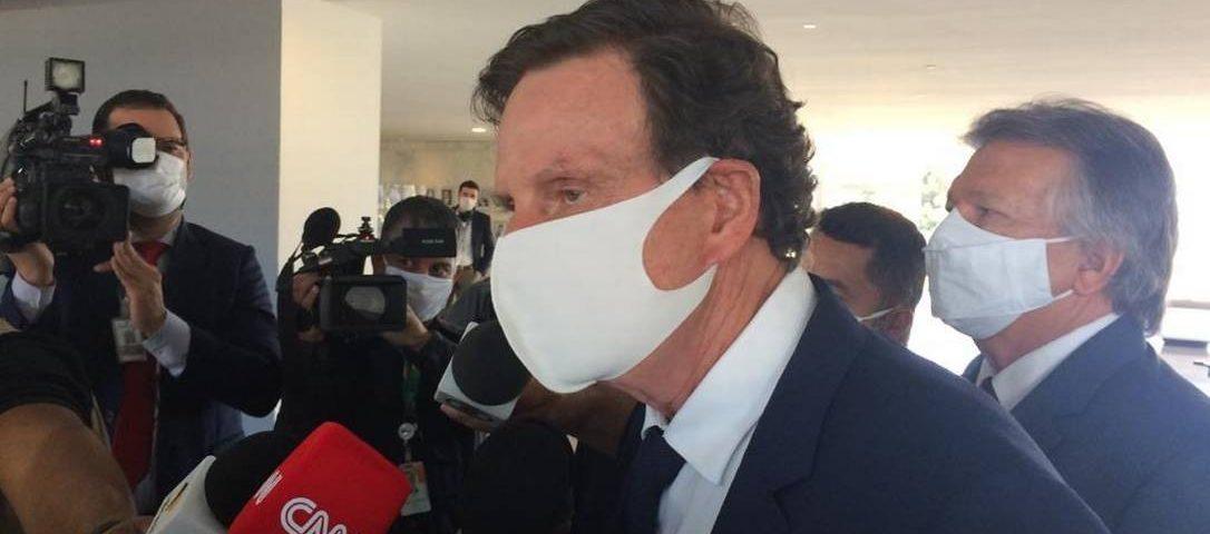 Covid-19: Crivella se reúne com Bolsonaro e anuncia que deve começar a reabrir 'nos próximos dias'