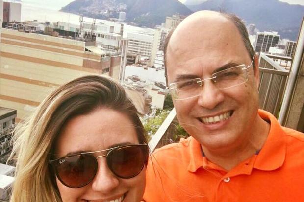 O escritório da primeira-dama Helena Witzel também é alvo de uma operação no Rio