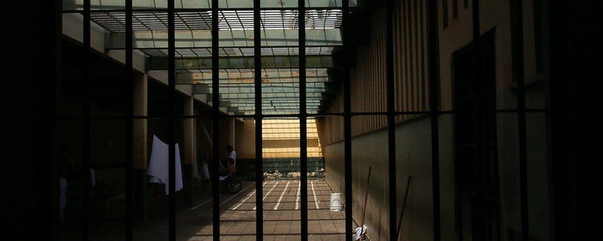Membros da família de detidos têm pagamento de ajuda de emergência retido pelo governo