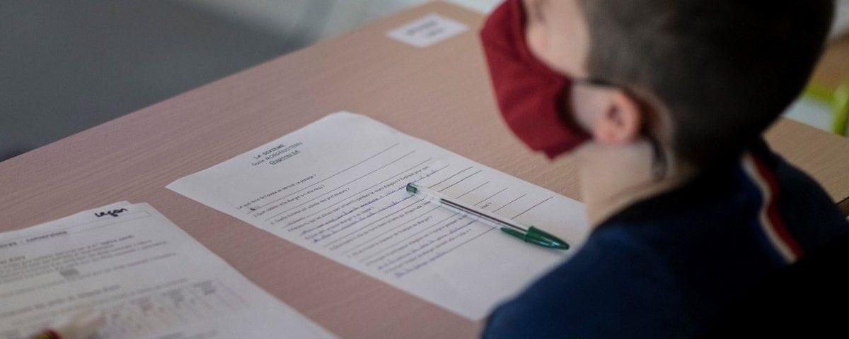 França fecha 70 escolas por semana depois de voltar às aulas devido a novos casos de Covid-19