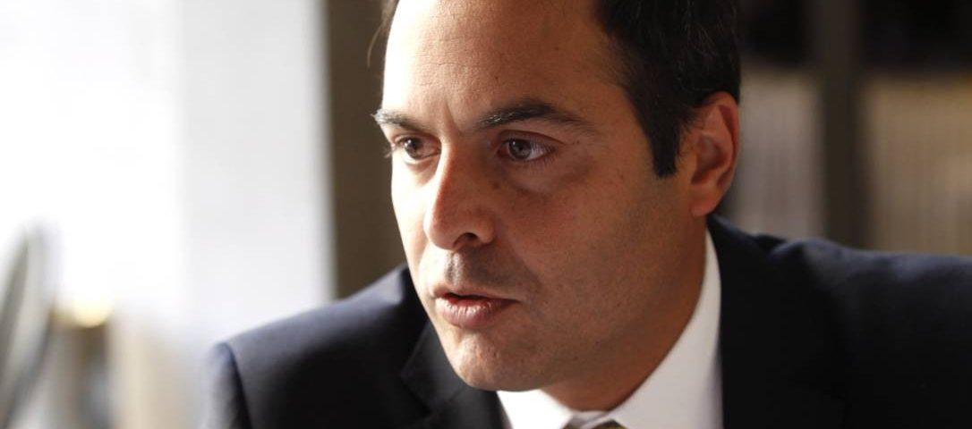 O governador de Pernambuco, Paulo Câmara, anuncia que tem um coronavírus