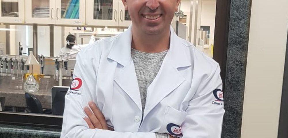 """Gustavo Cabral, biólogo: """"A vacina no Brasil começará a ser testada em animais nas próximas semanas"""""""