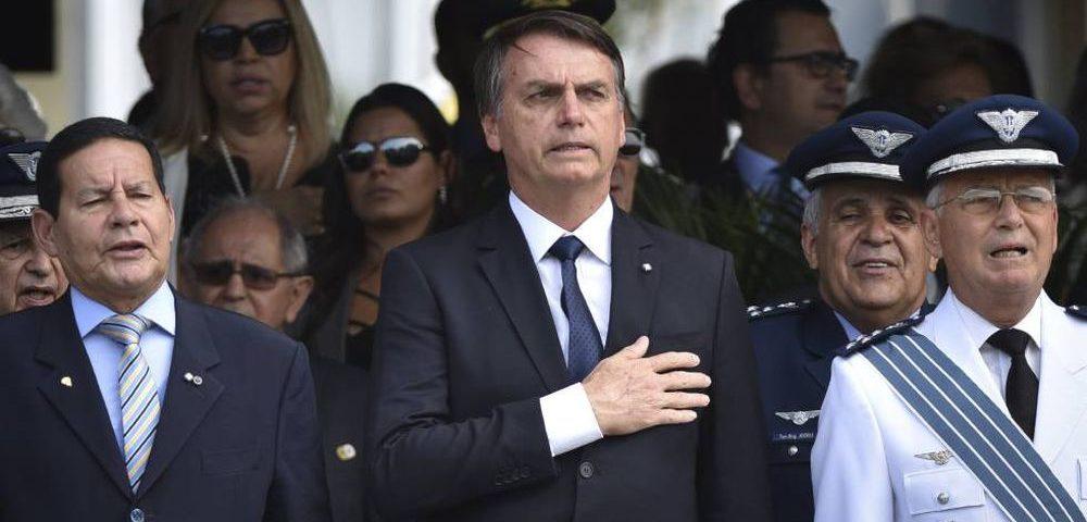 Os militares no poder são cúmplices de outro ato irresponsável do macabro governo Bolsonaro