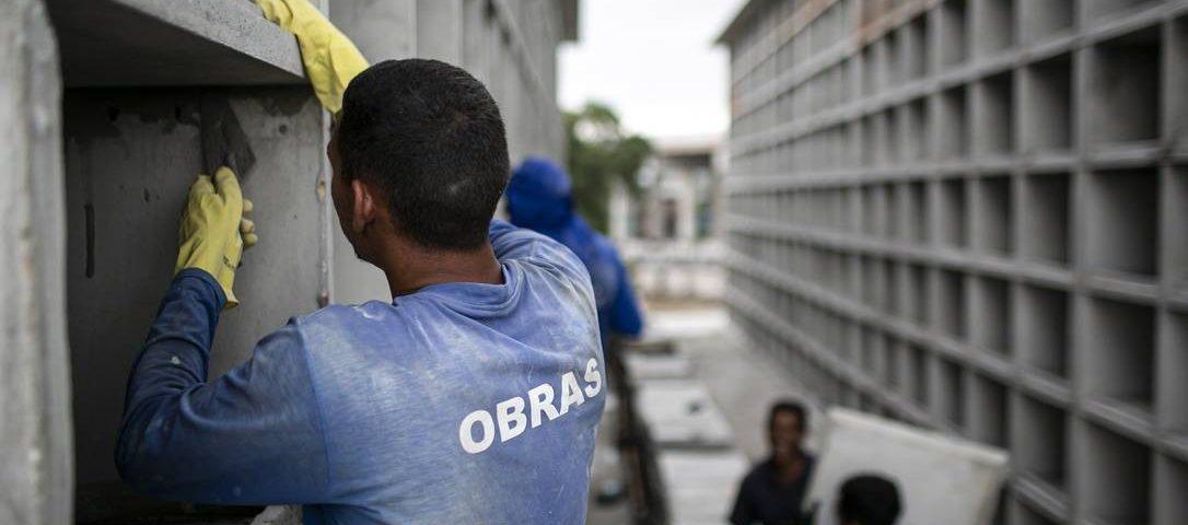 O Ministro da Saúde reconhece que o Brasil pode ter mais de mil mortes por dia a partir da Covid-19