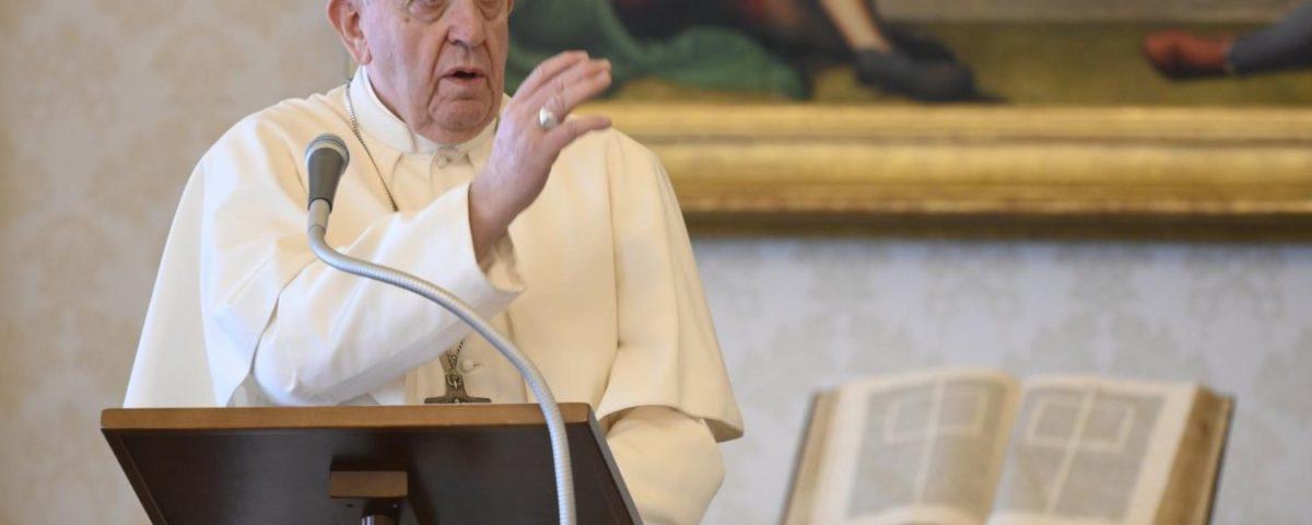 Francisco em Regina Coeli: o Espírito Santo ilumina e sustenta nossos passos