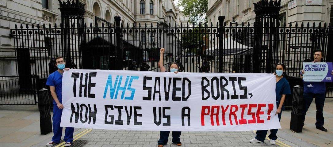 Pelo menos 20.000 pessoas morreram de Covid-19 em lares de idosos no Reino Unido