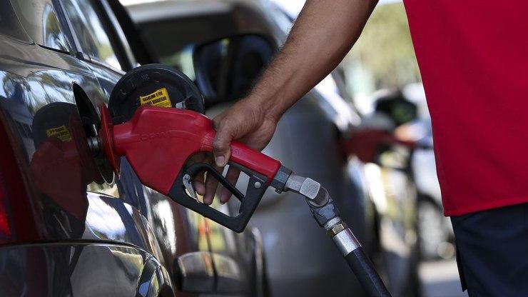 Gasolina aumentará 10% a partir desta quinta-feira, diz Petrobras