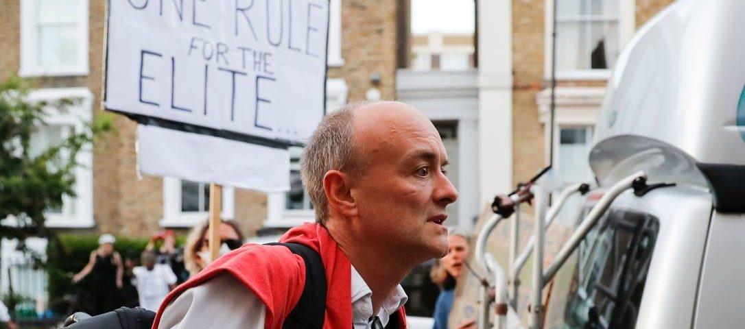 A ruptura da quarentena pelo guru do governo deixa Boris Johnson sob a ira da população