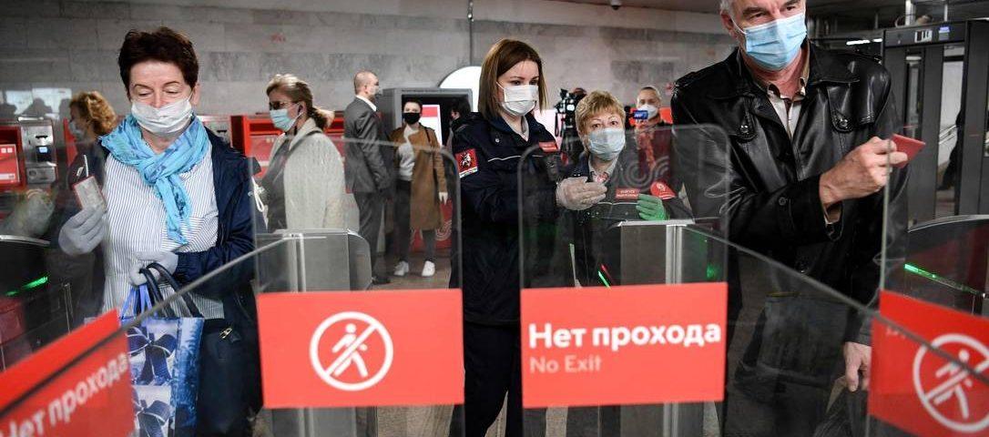 A Rússia se torna o segundo país com mais casos de Covid-19, e o porta-voz de Putin é hospitalizado com a doença