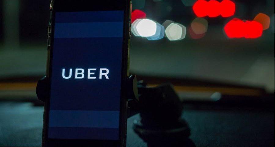 O Uber exige máscaras para passageiros e motoristas; o pedido exigirá prova