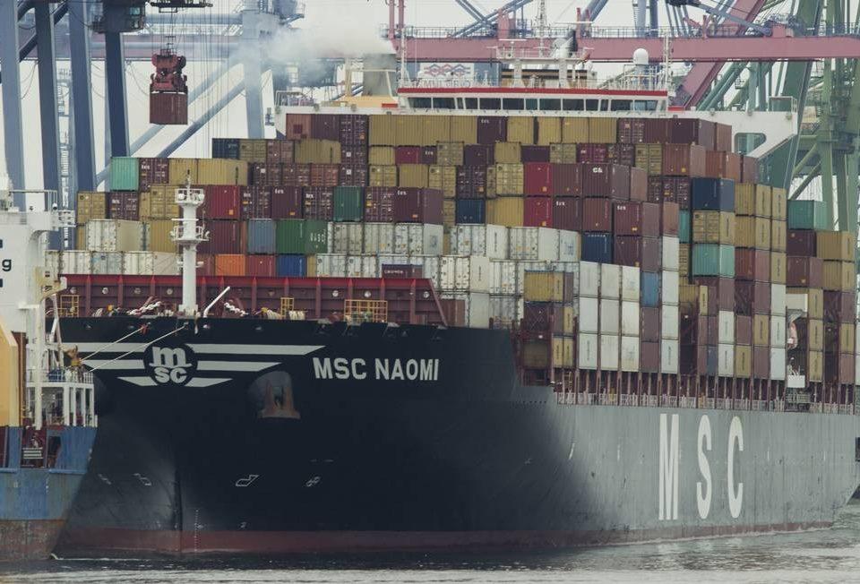 Após a queda do PIB, o governo quer incentivar as exportações. Indústria teme invasão de produtos chineses