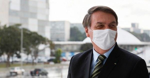 """Bolsonaro diz que """"apenas honra os protestos"""" e liga Moro"""