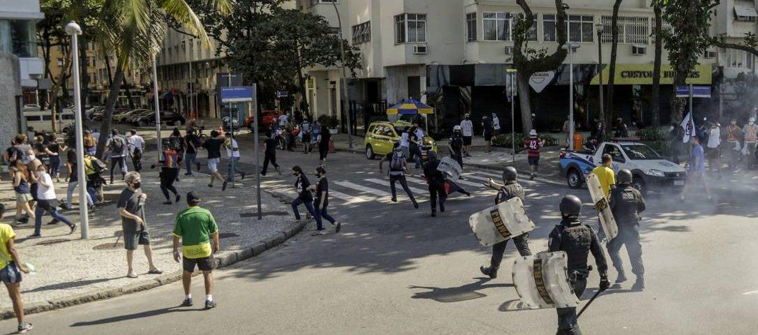 Bolsonaro recomenda que apoiadores não realizem uma manifestação no domingo para evitar confrontos