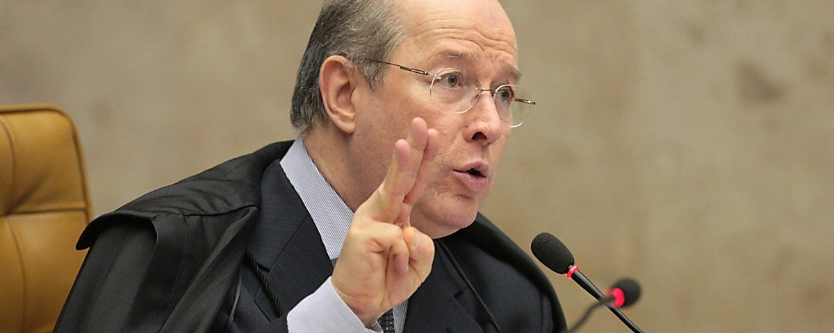 Celso de Mello nega pedido de embargo de celular de Bolsonaro