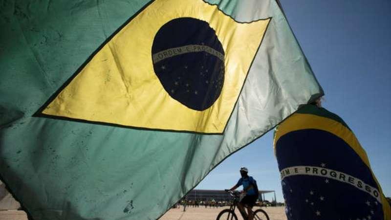 Com 623 mortes em 24 horas, o Brasil se aproxima de 30 mil mortes