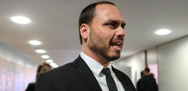 """Mourão diz que não se incomoda com críticas a C. Bolsonaro: """"Ele está certo"""""""