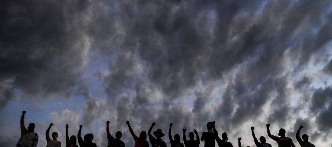 O nono dia de protestos nos Estados Unidos tem toque de recolher desafios e menos casos de violência