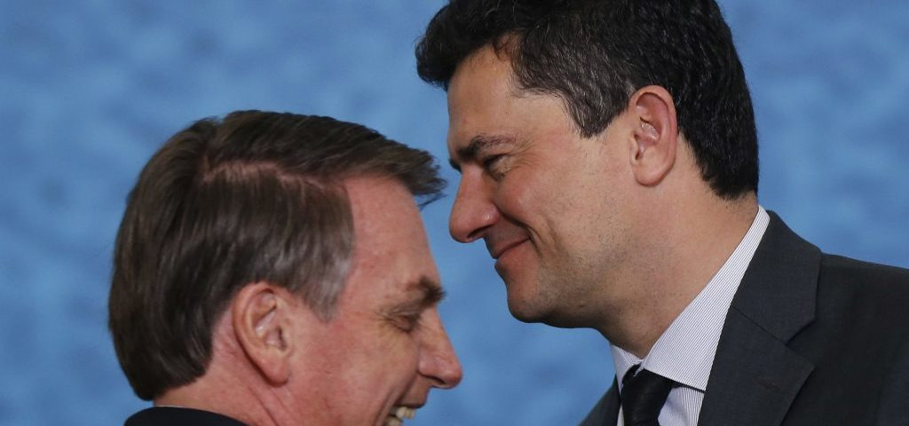 """Bolsonaro diz que Moro era """"um covarde"""" quando ficou em silêncio em uma reunião: """"Graças a Deus estamos livres dele""""."""