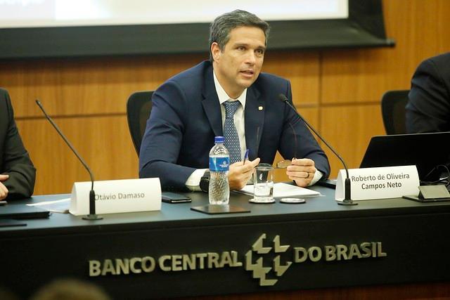 O Brasil foi o país que mais sofreu com a desvalorização da taxa de câmbio, diz o presidente do BC